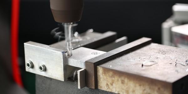 工业铝材钻孔