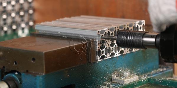 铝型材攻丝