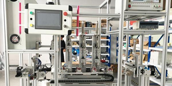 铝型材拼接屏支架采用铝型材来做骨架