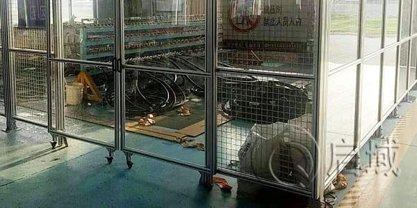 铝合金型材围栏可安装脚轮吗?