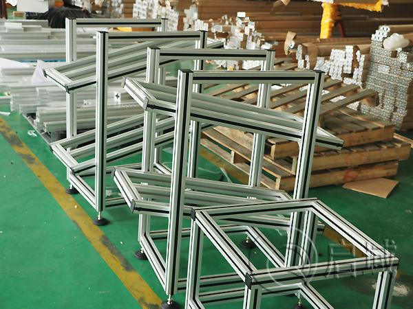 可活动铝型材机架
